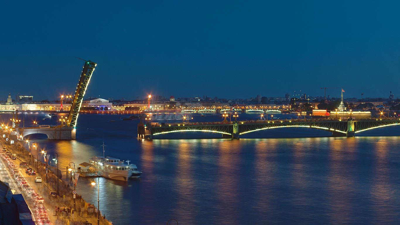 Вночь на23мая вПетербурге разведут все мосты через Неву