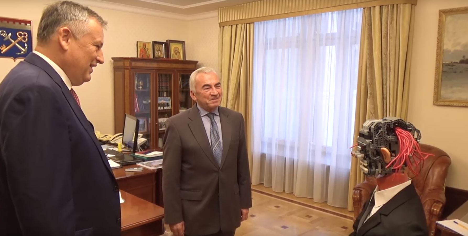 Бюджет Ленобласти вЗакС сказал робот срозовыми «волосами»